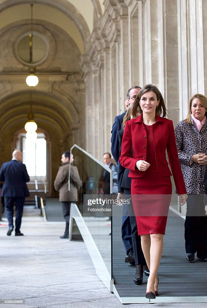Queen <a gi-track='captionPersonalityLinkClicked' href=/galleries/search?phrase=Letizia+of+Spain&family=editorial&specificpeople=158373 ng-click='$event.stopPropagation()'>Letizia of Spain</a> visits The Royal Palace on February 10, 2016 in Madrid, Spain.