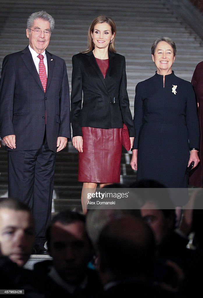 Queen Letizia of Spain (C) visits with Austrian President <a gi-track='captionPersonalityLinkClicked' href=/galleries/search?phrase=Heinz+Fischer&family=editorial&specificpeople=537198 ng-click='$event.stopPropagation()'>Heinz Fischer</a> and his wife Margit the 'Velazquez' exhibition in Vienna on October 27, 2014 in Vienna, Austria.