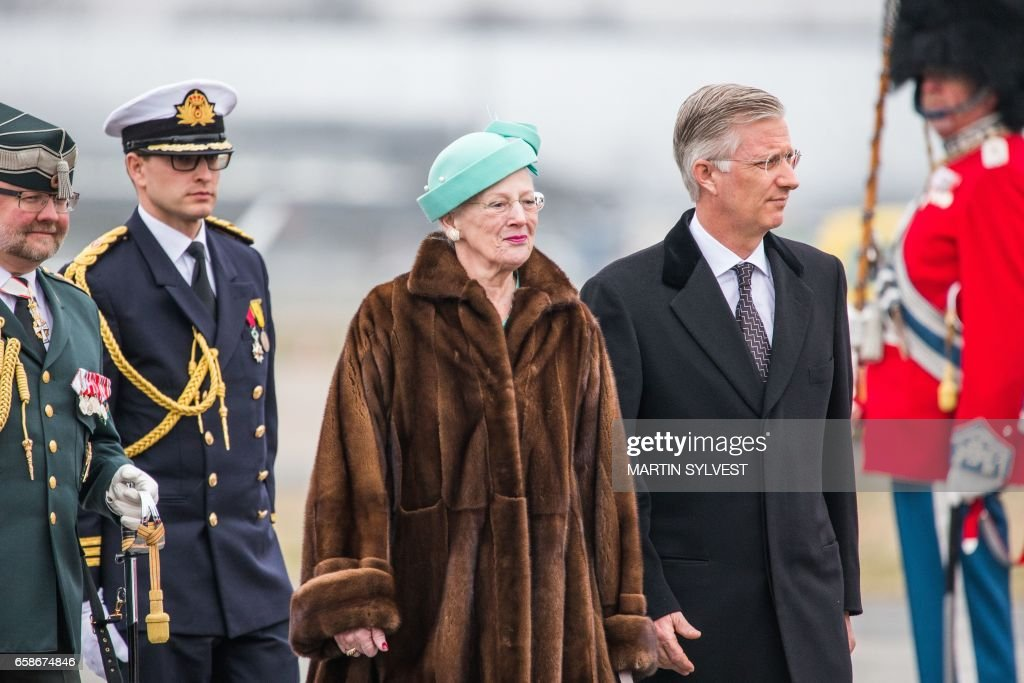 Queen Margrethe II of Denmark (L) and King Philippe of Belgium (R) inspect the Danish guard of honor during a welcoming ceremony at Copenhagen Airport on March 28, 2017. The Belgian Royals pay a two days state visit in Denmark. / AFP PHOTO / Scanpix Denmark AND Scanpix / Martin Sylvest / Denmark OUT