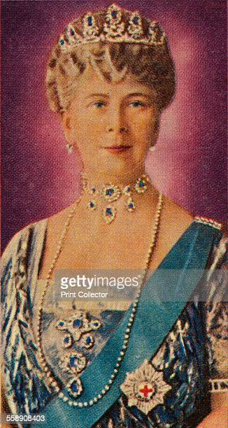 Queen Mary consort of King George V in court dress 1935 Ardath cigarette card from a series of 50 commemorating the Silver Jubilee of King George V...