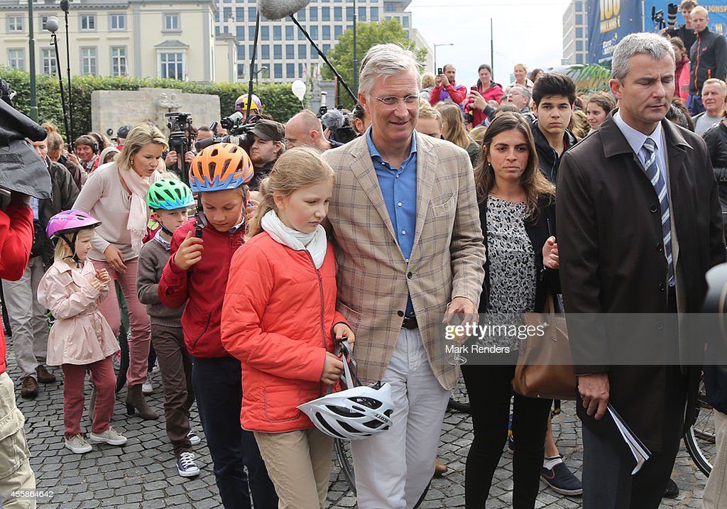 Queen Mathilde and King Philippe of Belgium with Princess Eleonore, Prince Emmanuel, Prince Gabriel and Crown Princess Elisabeth attend the Car Free in Brussels on September 21, 2014 in Brussels, Belgium.