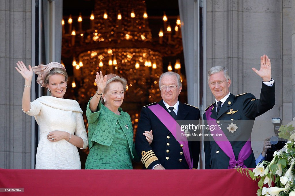 Queen Mathilde of Belgium Princess Paola of Belgium King Albert II of Belgium and King Philippe of Belgium are seen greeting the audience from the...