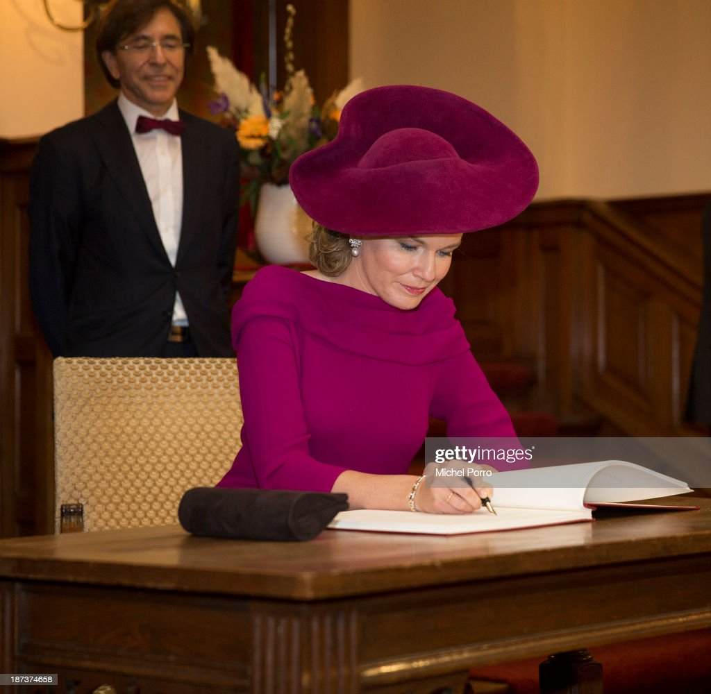 <a gi-track='captionPersonalityLinkClicked' href=/galleries/search?phrase=Queen+Mathilde+of+Belgium&family=editorial&specificpeople=239189 ng-click='$event.stopPropagation()'>Queen Mathilde of Belgium</a> signs the guest book at Parliament during an official visit to The Netherlands. Prime Minister Elio di Rupo looks on. on November 8, 2013 in The Hague, Netherlands.
