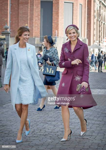 Queen Maxima of The Netherlands and First Lady of Argentina Juliana Awada visit the Mauritshuis museum on March 28 2017 in The Hague The Netherlands...