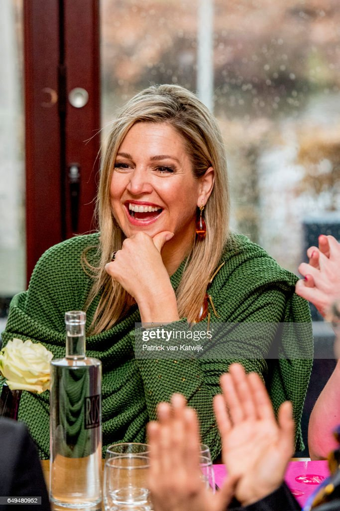 queen-maxima-of-the-netherlands-attends-a-meeting-at-foundation-on-picture-id649480952