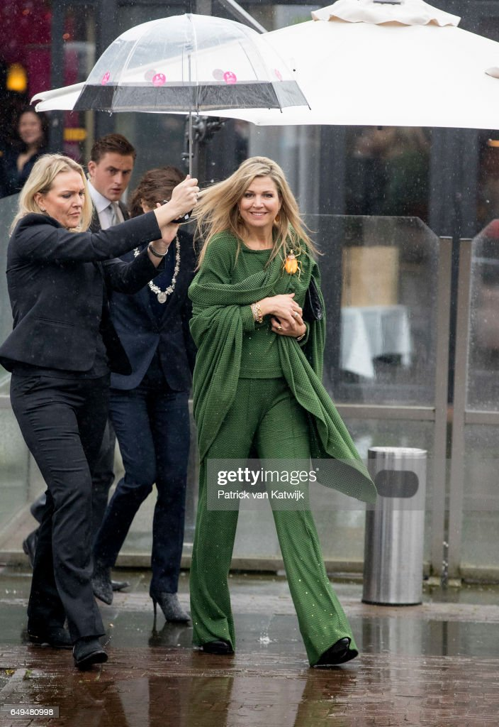 queen-maxima-of-the-netherlands-attends-a-meeting-at-foundation-on-picture-id649480998