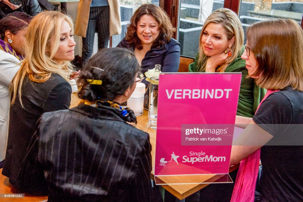 queen-maxima-of-the-netherlands-attends-a-meeting-at-foundation-on-picture-id649481032