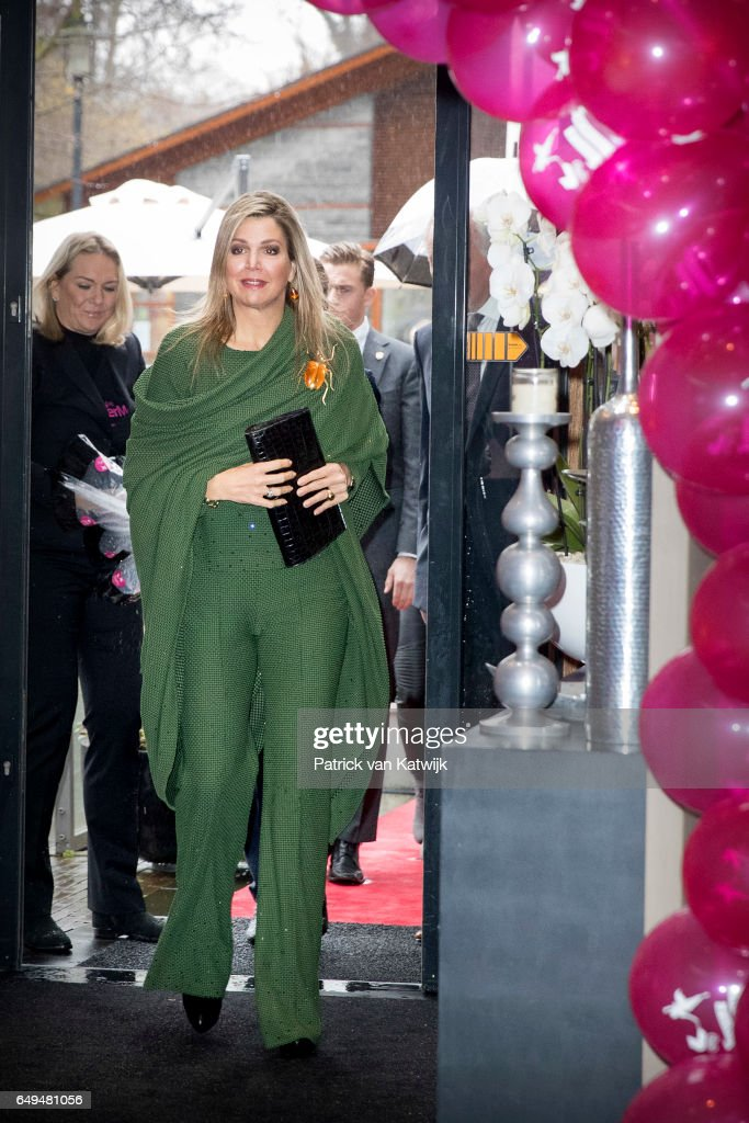 queen-maxima-of-the-netherlands-attends-a-meeting-at-foundation-on-picture-id649481056