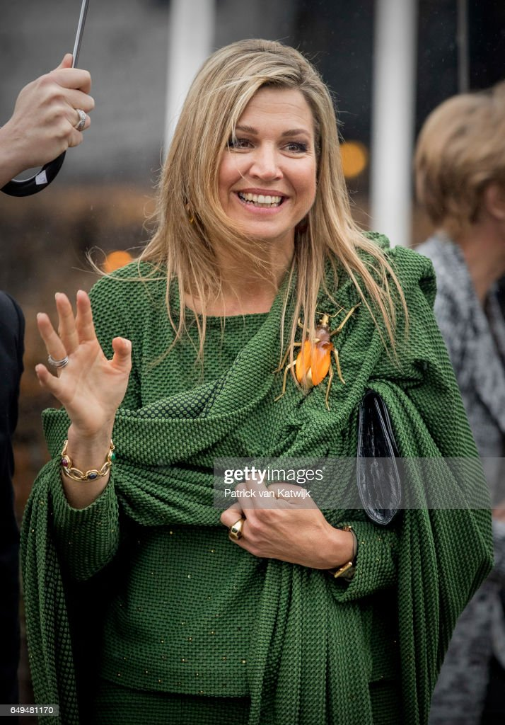 queen-maxima-of-the-netherlands-attends-a-meeting-at-foundation-on-picture-id649481170