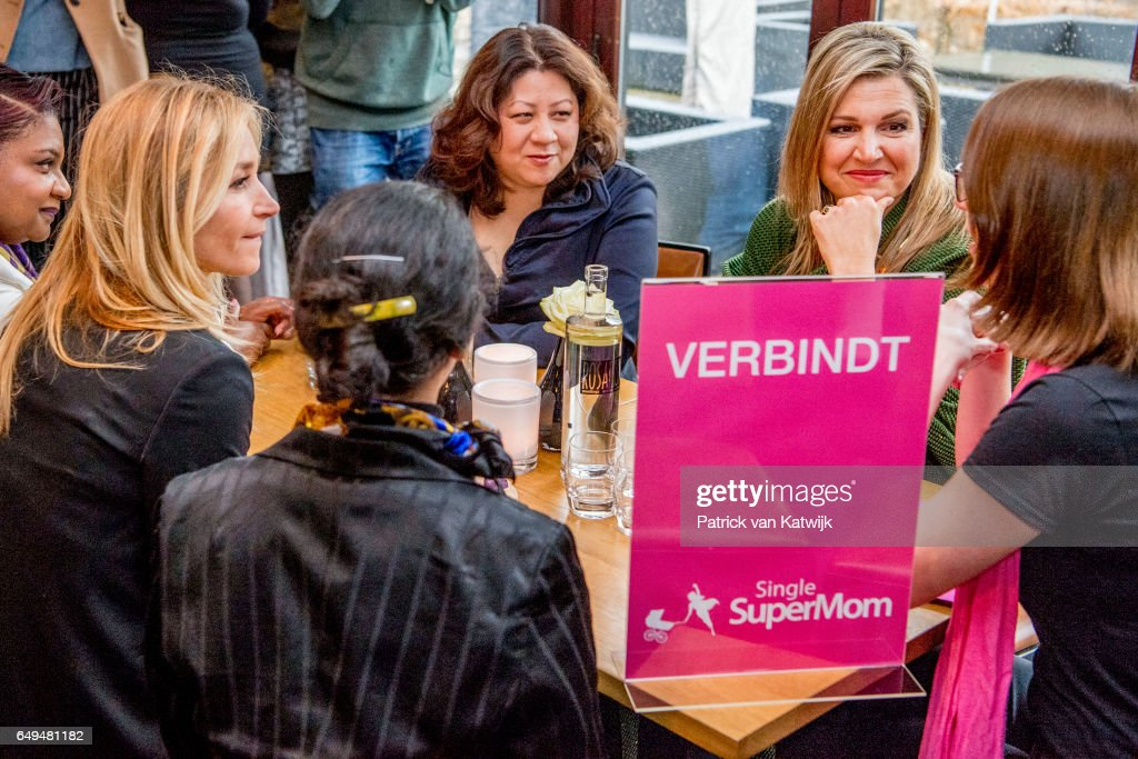 queen-maxima-of-the-netherlands-attends-a-meeting-at-foundation-on-picture-id649481182