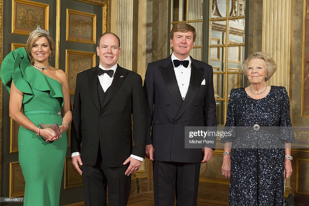 Queen Maxima of The Netherlands, <a gi-track='captionPersonalityLinkClicked' href=/galleries/search?phrase=King+Willem-Alexander&family=editorial&specificpeople=160214 ng-click='$event.stopPropagation()'>King Willem-Alexander</a> of The Netherlands, <a gi-track='captionPersonalityLinkClicked' href=/galleries/search?phrase=Prince+Albert+II+of+Monaco&family=editorial&specificpeople=201707 ng-click='$event.stopPropagation()'>Prince Albert II of Monaco</a> and Princess Beatrix of The Netherlands pose for the official photo at the Loo Palace on June 3, 2014 in Apeldoorn, Netherlands.