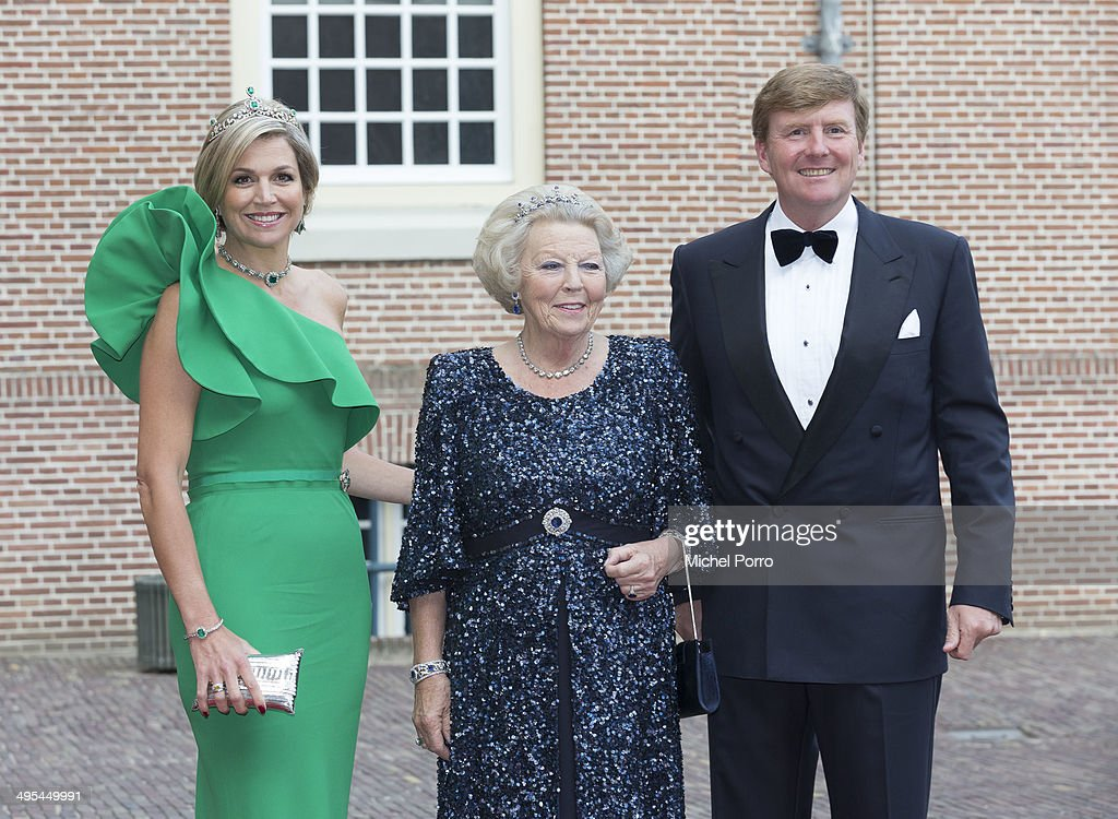 Queen Maxima of The Netherlands, Princess Beatrix of The Netherlands and <a gi-track='captionPersonalityLinkClicked' href=/galleries/search?phrase=King+Willem-Alexander&family=editorial&specificpeople=160214 ng-click='$event.stopPropagation()'>King Willem-Alexander</a> of The Netherlands arrive at the Loo Royal Palace for dinner on June 3, 2014 in Apeldoorn, Netherlands.