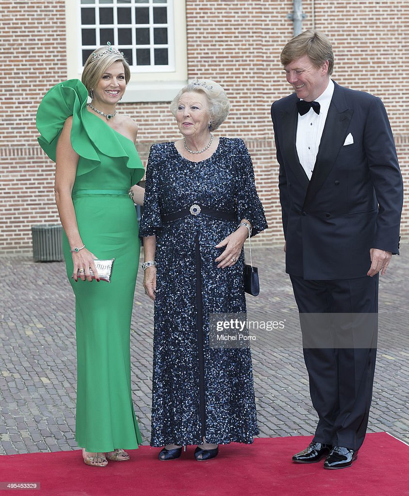 Queen Maxima of The Netherlands, Princess Beatrix of The Netherlands and <a gi-track='captionPersonalityLinkClicked' href=/galleries/search?phrase=King+Willem-Alexander&family=editorial&specificpeople=160214 ng-click='$event.stopPropagation()'>King Willem-Alexander</a> of The Netherlands arrive for dinner at the Loo Royal Palace on June 3, 2014 in Apeldoorn, Netherlands.