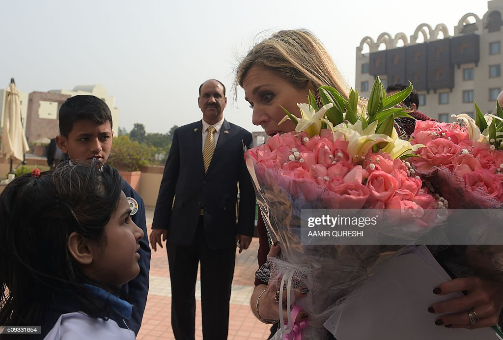 Queen Maxima (R) of the Netherlands receives flowers from school children in Islamabad on February 10, 2016. Queen Maxima of the Netherlands, UN Secretary Generals Special Advocate (UNSGSA) for Inclusive Finance for Development, is in Pakistan on a three day official visit. AFP PHOTO / Aamir QURESHI / AFP / AAMIR QURESHI