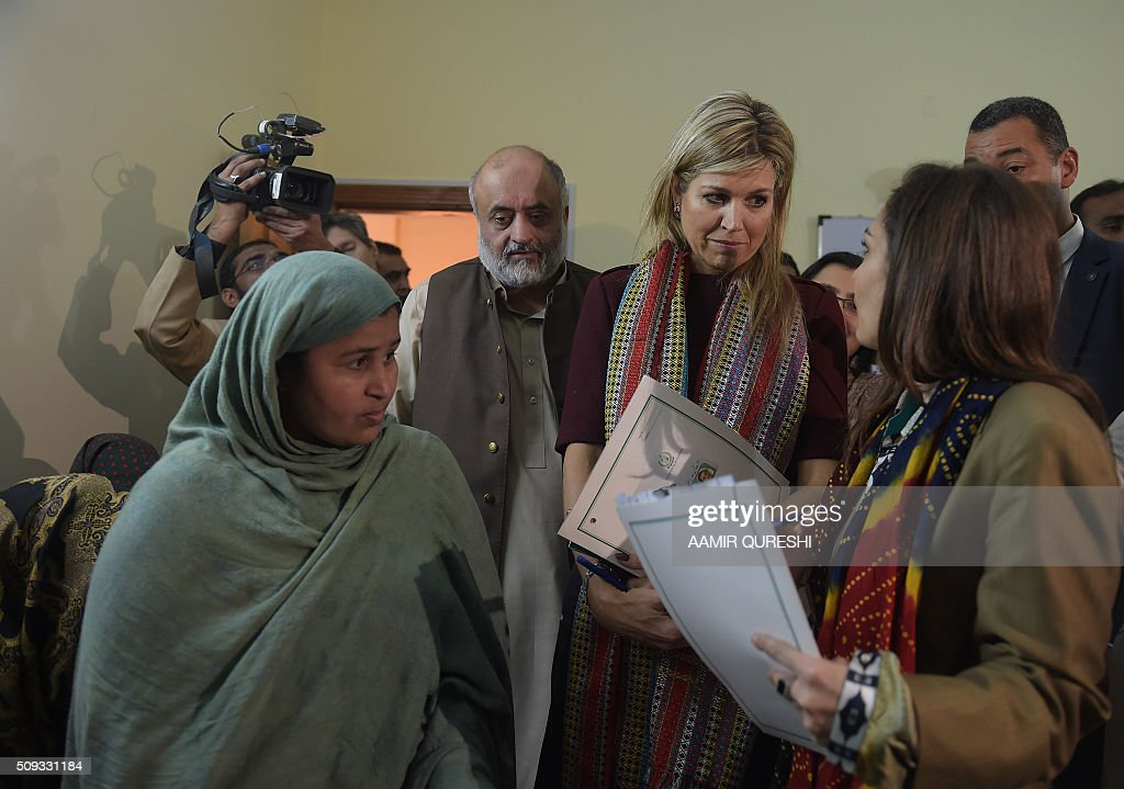Queen Maxima (2nd R) of the Netherlands speaks with a beneficiary of the Benazir Income Support Programme (BISP) as BISP chairperson Marvi Memon (R) looks on in Rawalpindi on February 10, 2016. Queen Maxima of the Netherlands, UN Secretary Generals Special Advocate (UNSGSA) for Inclusive Finance for Development, is in Pakistan on a three day official visit. AFP PHOTO / Aamir QURESHI / AFP / AAMIR QURESHI