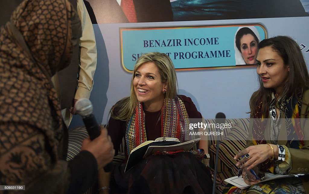 Queen Maxima (C) of the Netherlands speaks with a beneficiary of the Benazir Income Support Programme (BISP) as BISP chairperson Marvi Memon (R) looks on in Rawalpindi on February 10, 2016. Queen Maxima of the Netherlands, UN Secretary Generals Special Advocate (UNSGSA) for Inclusive Finance for Development, is in Pakistan on a three day official visit. AFP PHOTO / Aamir QURESHI / AFP / AAMIR QURESHI