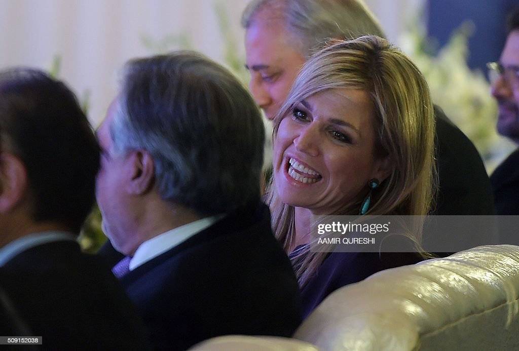 Queen Maxima (R) of the Netherlands speaks with Pakistani Finance Minister Ishaq Dar during a launching ceremony of the Universal Financial Assess Initiative in Islamabad on February 9, 2016. Queen Maxima of the Netherlands, UN Secretary Generals Special Advocate (UNSGSA) for Inclusive Finance for Development, arrived in Islamabad on a three day official visit to Pakistan. AFP PHOTO / Aamir QURESHI / AFP / AAMIR QURESHI
