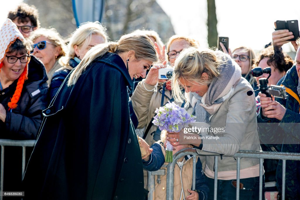 queen-maxima-of-the-netherlands-visits-horticultural-company-koppert-picture-id649335030