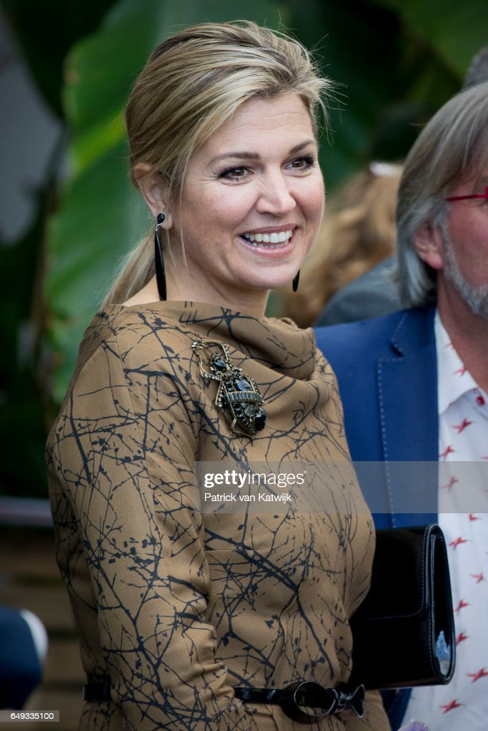 queen-maxima-of-the-netherlands-visits-horticultural-company-koppert-picture-id649335100