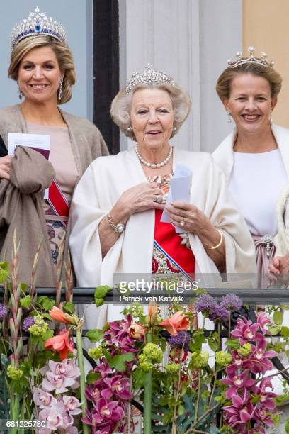 Queen Maxima Princess Beatrix and Princess Mabel of The Netherlands attend the official Gala dinner at the Royal Palace on May 9 2017 in Oslo Norway...