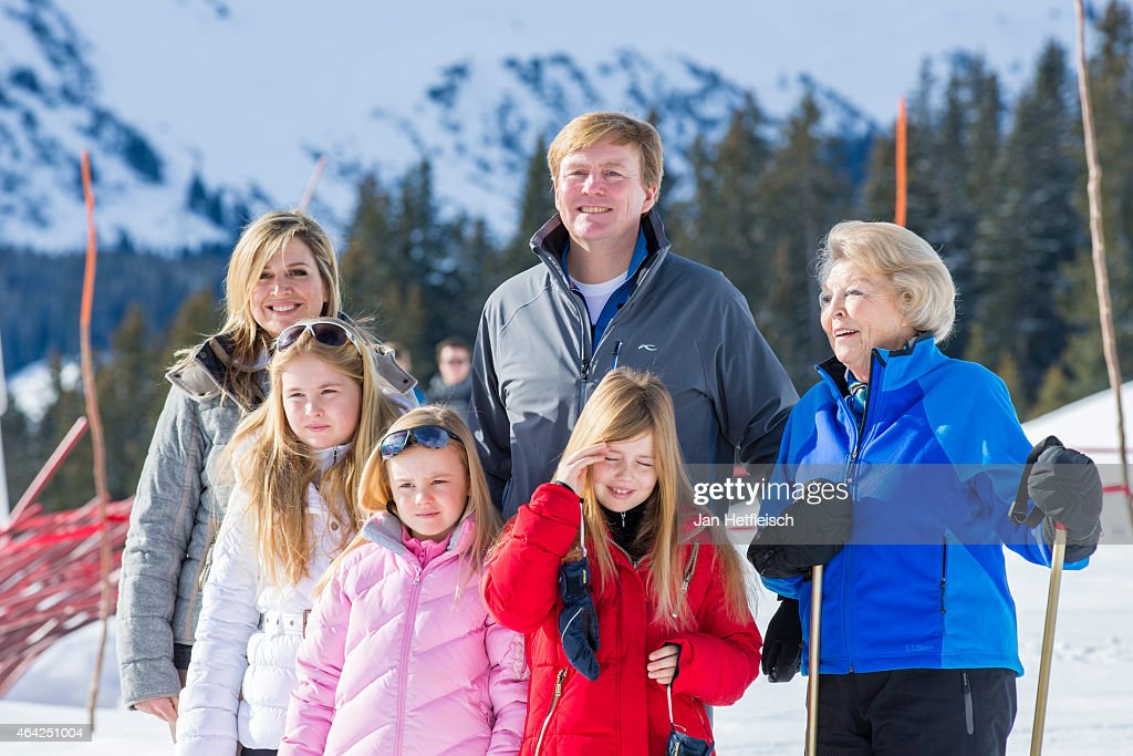 Queen Maxima, Princess Catharina-Amalia, Princess Alexia, King Willem-Alexander, Princess Ariane and the retired Queen Beatrix pose at the annual winter photocall on February 23, 2015 in Lech, Austria.