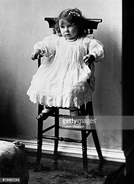 Queen Mother Aged 2 At Glamis Castle