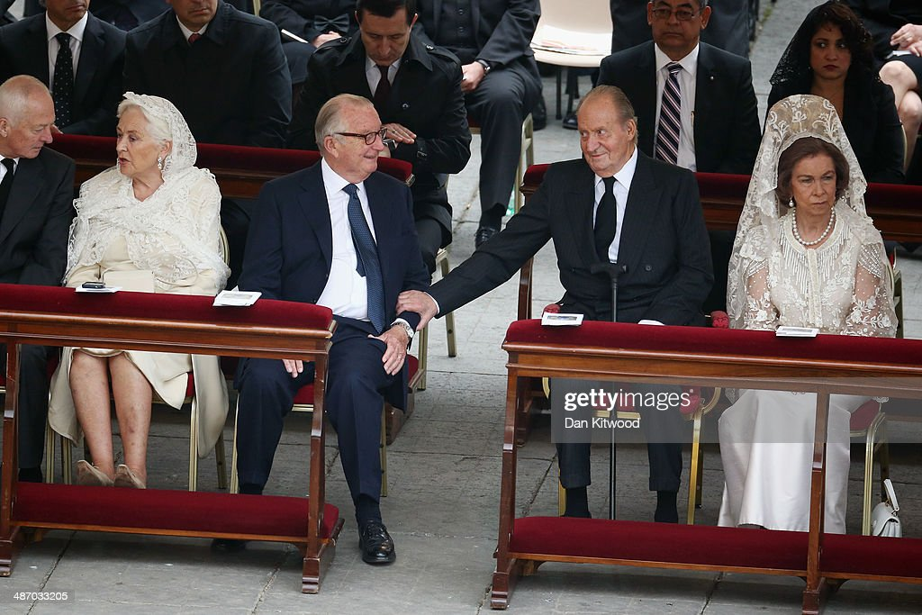 Queen Paola and King <a gi-track='captionPersonalityLinkClicked' href=/galleries/search?phrase=Albert+II+of+Belgium&family=editorial&specificpeople=159444 ng-click='$event.stopPropagation()'>Albert II of Belgium</a>, King Juan Carlos and <a gi-track='captionPersonalityLinkClicked' href=/galleries/search?phrase=Queen+Sofia+of+Spain&family=editorial&specificpeople=160333 ng-click='$event.stopPropagation()'>Queen Sofia of Spain</a> talk before the canonisation mass of Popes John XXIII and John Paul II on St Peter's on April 27, 2014 in Vatican City, Vatican. Dignitaries, heads of state and Royals from Europe and across the World are to attend the canonisations.