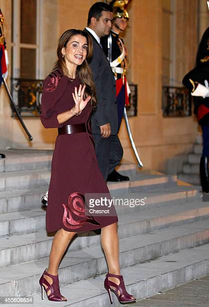 Queen Rania Al Abdullah of Jordan leaves after a working dinner with French President Francois Hollande at Elysee Palace on September 17 2014 in...