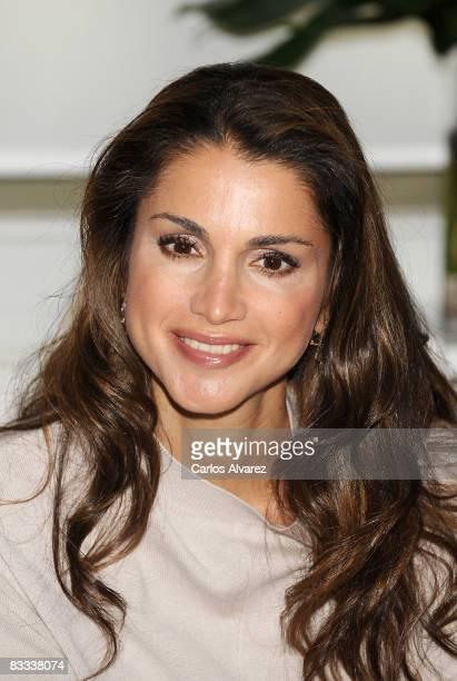 Queen Rania Al Abdullah of Jordan visits Casa Arabe on October 18 2008 in Madrid Spain