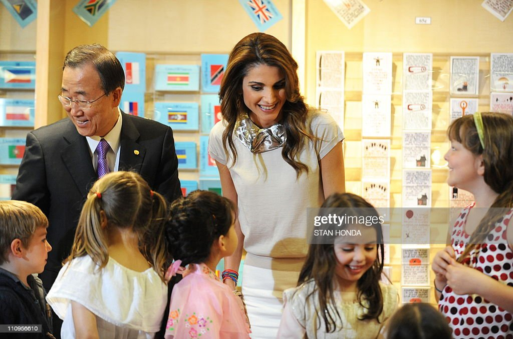 Queen Rania Al-Abdullah of Jordan (R) and United Nations Secretary General Ban Ki-Moon (L) speak with students from the United Nations International School before Queen Rania read from her book 'The Sandwich Swap' April 27, 2010 at UN headquarters in New York. AFP PHOTO/Stan HONDA