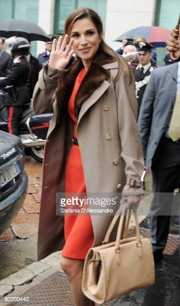 Queen Rania of Jordan leaves the Palazzo Mezzanotte after having attended the JordanItaly Business Forum on October 22 2009 in Milan Italy Queen...