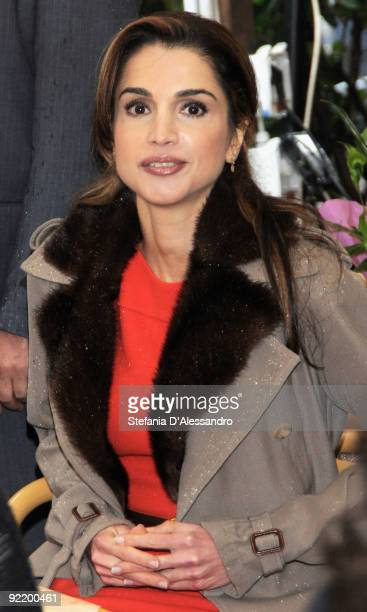 Queen Rania of Jordan sits in a cafe in Dante Street after having attended the JordanItaly Business Forum on October 22 2009 in Milan Italy Queen...