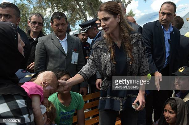 Queen Rania of Jordan speaks with refugees as she visits the refugee camp of Kara Tepe in Mytilene on April 25 2016 / AFP / ARIS MESSINIS