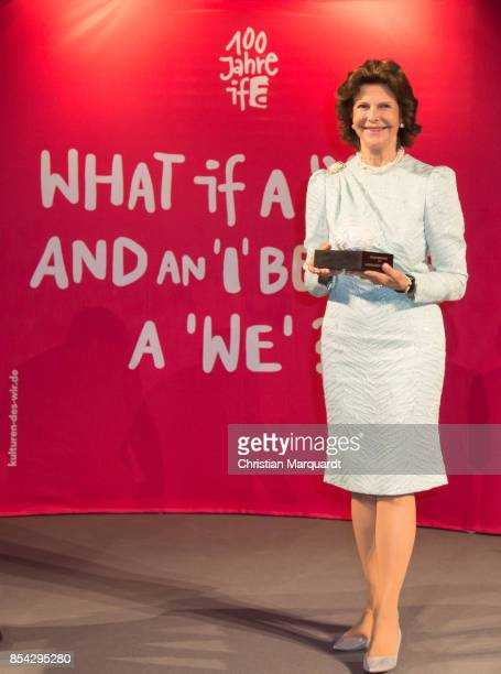 Queen Silvia is awarded the Theodor Wanner Award during the Theodor Wanner Award 2017 on September 26 2017 in Berlin Germany Queen Silvia of Sweden...