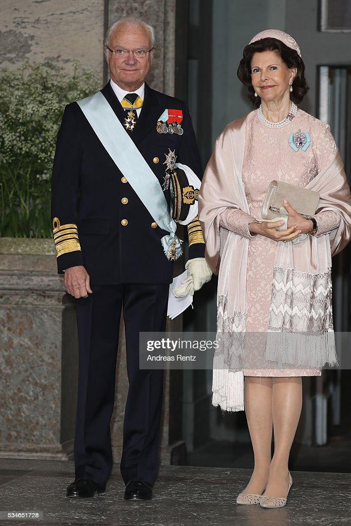 <a gi-track='captionPersonalityLinkClicked' href=/galleries/search?phrase=Queen+Silvia+of+Sweden&family=editorial&specificpeople=160332 ng-click='$event.stopPropagation()'>Queen Silvia of Sweden</a> and King Carl Gustaf of Sweden are seen after the christening of Prince Oscar of Sweden at Royal Palace of Stockholm on May 27, 2016 in Stockholm, Sweden.