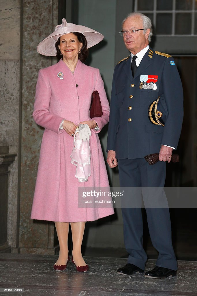 <a gi-track='captionPersonalityLinkClicked' href=/galleries/search?phrase=Queen+Silvia+of+Sweden&family=editorial&specificpeople=160332 ng-click='$event.stopPropagation()'>Queen Silvia of Sweden</a> and King Carl Gustaf of Sweden arrive at the Royal Palace to attend Te Deum Thanksgiving Service to celebrate the 70th birthday of King Carl Gustaf of Sweden on April 30, 2016 in Stockholm, Sweden.
