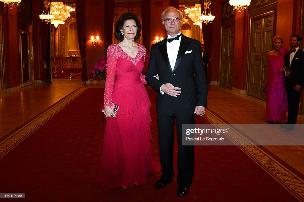 <a gi-track='captionPersonalityLinkClicked' href=/galleries/search?phrase=Queen+Silvia+of+Sweden&family=editorial&specificpeople=160332 ng-click='$event.stopPropagation()'>Queen Silvia of Sweden</a> and King Carl XVI Gustaf of Sweden attend a private dinner on the eve of the wedding of Princess Madeleine and Christopher O'Neill hosted by King Carl XVI Gustaf and Queen Silvia at The Grand Hotel on June 7, 2013 in Stockholm, Sweden.