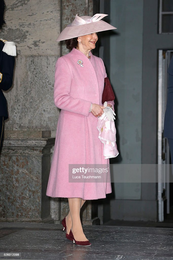 <a gi-track='captionPersonalityLinkClicked' href=/galleries/search?phrase=Queen+Silvia+of+Sweden&family=editorial&specificpeople=160332 ng-click='$event.stopPropagation()'>Queen Silvia of Sweden</a> arrives at the Royal Palace to attend Te Deum Thanksgiving Service to celebrate the 70th birthday of King Carl Gustaf of Sweden on April 30, 2016 in Stockholm, Sweden.