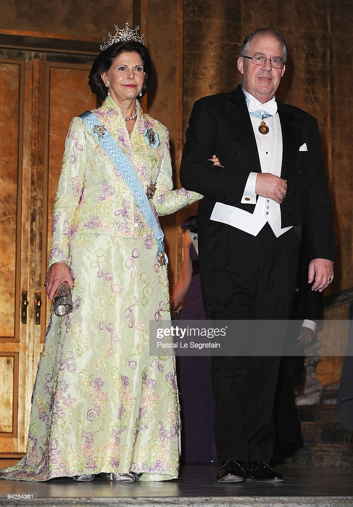 Queen Silvia of Sweden arrives with Marcus Storch Chairman of the Board of the Nobel Foundation during the Nobel Foundation Prize Banquet 2009 at the...