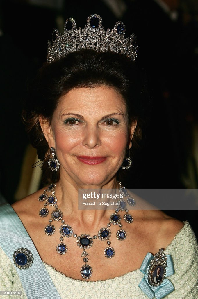Queen Silvia of Sweden attends the Nobel Banquet at City Hall on December 10 2004 in Stockholm Sweden The prizes were being awarded at simultaneous...