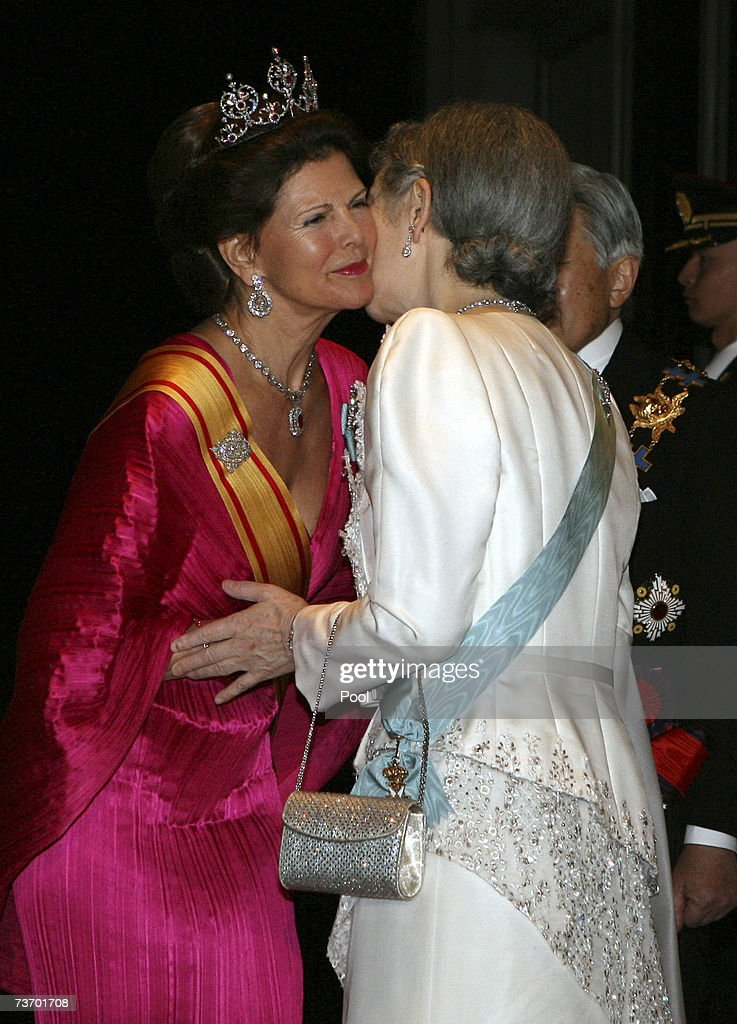 Queen Silvia of Sweden (L) is greeted by Empress Michiko of Japan on arriving for dinner at the Imperial Palace on March 26, 2007 in Tokyo, Japan. The Swedish king and queen are on a five-day state visit to Japan at the invitation of the Japanese government.