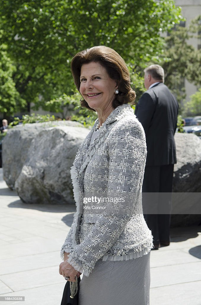 Queen Silvia of Sweden visit the National Museum of the American Indian at Smithsonian Museum on May 9, 2013 in Washington, DC.