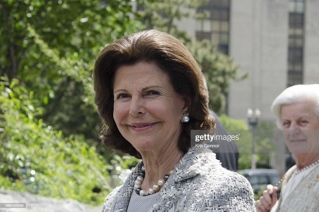 <a gi-track='captionPersonalityLinkClicked' href=/galleries/search?phrase=Queen+Silvia+of+Sweden&family=editorial&specificpeople=160332 ng-click='$event.stopPropagation()'>Queen Silvia of Sweden</a> visit the National Museum of the American Indian at Smithsonian Museum on May 9, 2013 in Washington, DC.