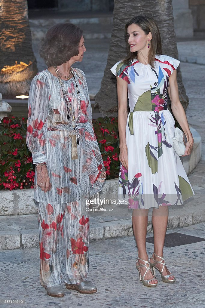 Queen Sofia (L) and Queen Letizia of Spain (R) attend a official reception at the Almudaina Palace on August 7, 2016 in Palma de Mallorca, Spain.