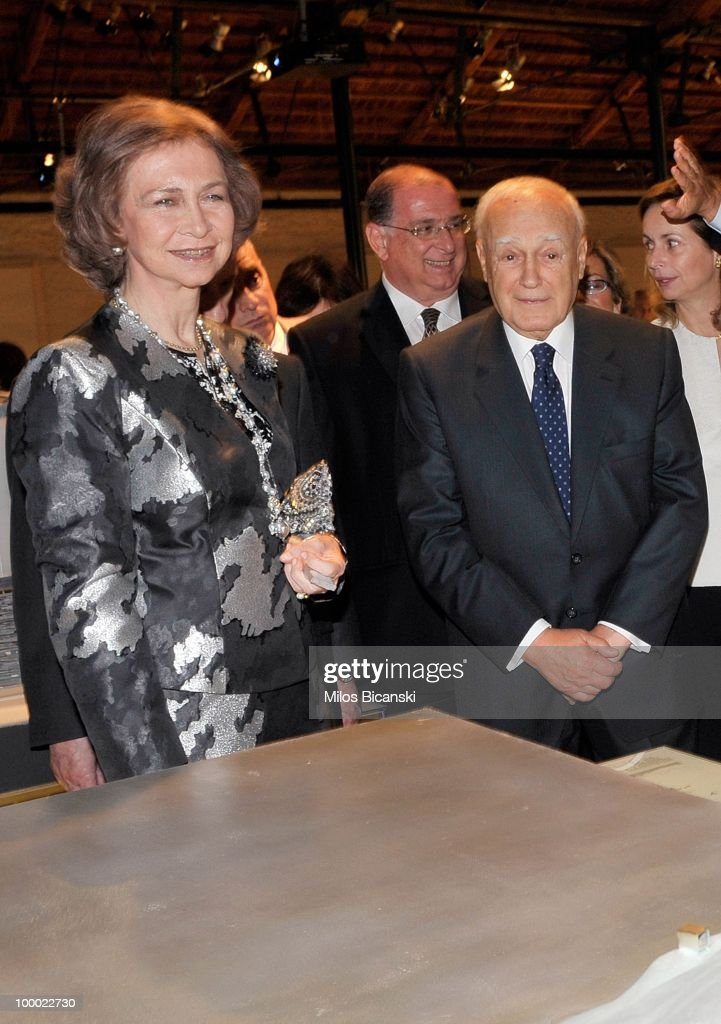 Queen Sofia of Spain (R) and Greek President Karlos Papoulias look at exhibits during the opening ceremony for the 'Contemporary Spanish Architecture' exhibition held at the Gliptoteca Nacional Alsos Stratou on May 20, 2010 in Athens, Greece.