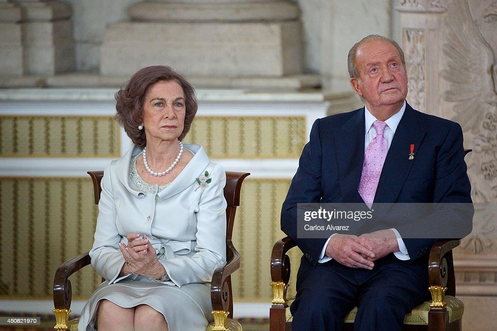 Queen Sofia of Spain and King Juan Carlos of Spain attend the official abdication ceremony at the Royal Palace on June 18 2014 in Madrid Spain