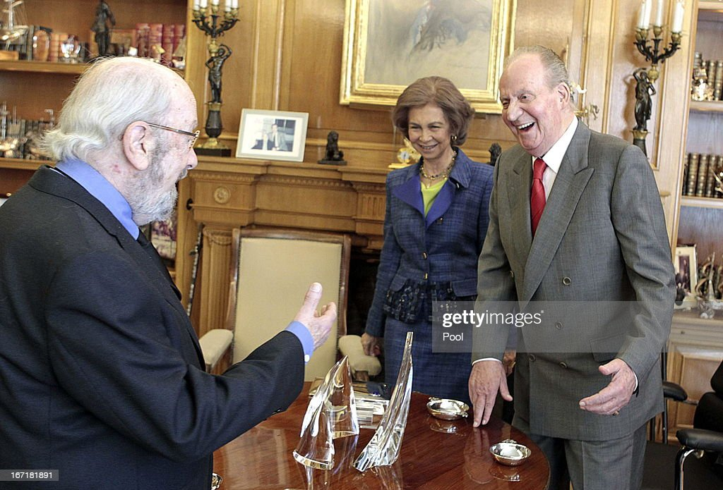 <a gi-track='captionPersonalityLinkClicked' href=/galleries/search?phrase=Queen+Sofia+of+Spain&family=editorial&specificpeople=160333 ng-click='$event.stopPropagation()'>Queen Sofia of Spain</a> and King Juan Carlos of Spain talk to Jose Manuel Caballero Bonald, awarded the Cervantes Prize 2012, during an audience granted by the Queen on April 22, 2013 in Madrid, Spain. With this hearing the King has resumed public official activities in the Zarzuela Palace, month and a half after undergoing double hernia surgery.