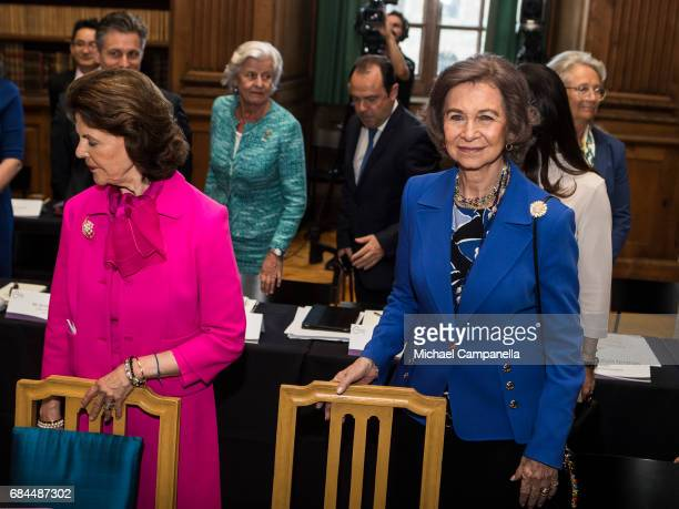 Queen Sofia of Spain and Queen Silvia of Sweden attend a Dementia Forum at the Stockholm royal palace on May 18 2017 in Stockholm Sweden