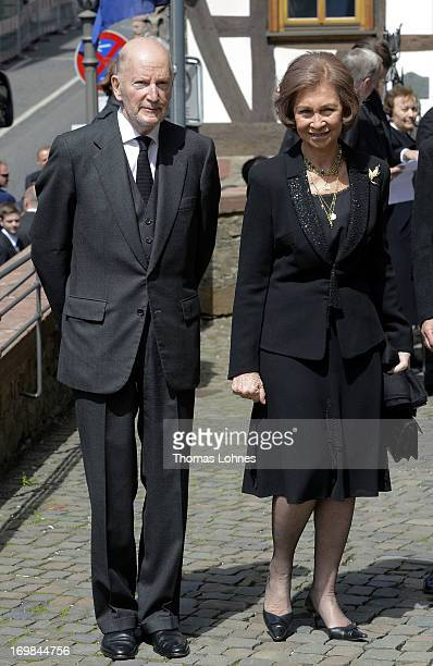 Queen Sofia of Spain and Simeon SaxeCoburgGotha attend the funeral service of Moritz Landgrave of Hesse at Johanniskirche on June 3 2013 in Kronberg...