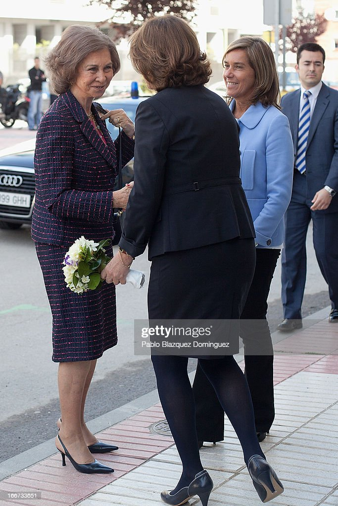 <a gi-track='captionPersonalityLinkClicked' href=/galleries/search?phrase=Queen+Sofia+of+Spain&family=editorial&specificpeople=160333 ng-click='$event.stopPropagation()'>Queen Sofia of Spain</a> (L) and Spanish Minister of Health, Social services and Equality Ana Mato (R) attend a meeting with UNICEF on April 16, 2013 in Madrid, Spain.